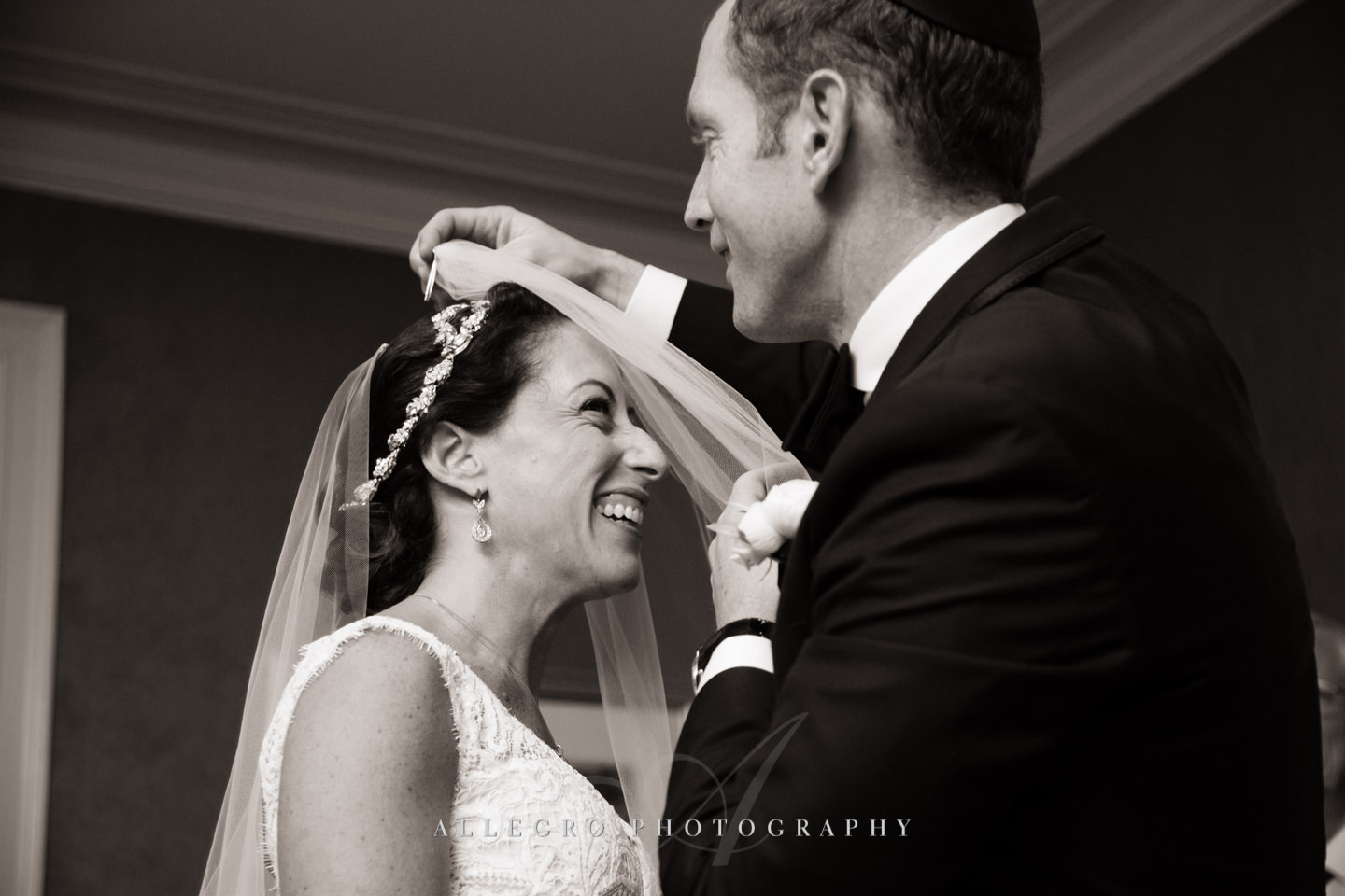 bedecken - putting on the veil jewish tradition -photo by Allegro Photography