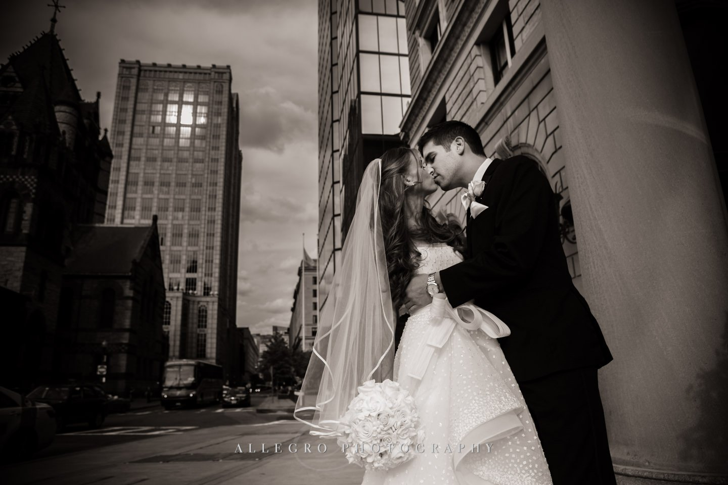 birde and groom kiss in the city of boston - photo by Allegro Photography
