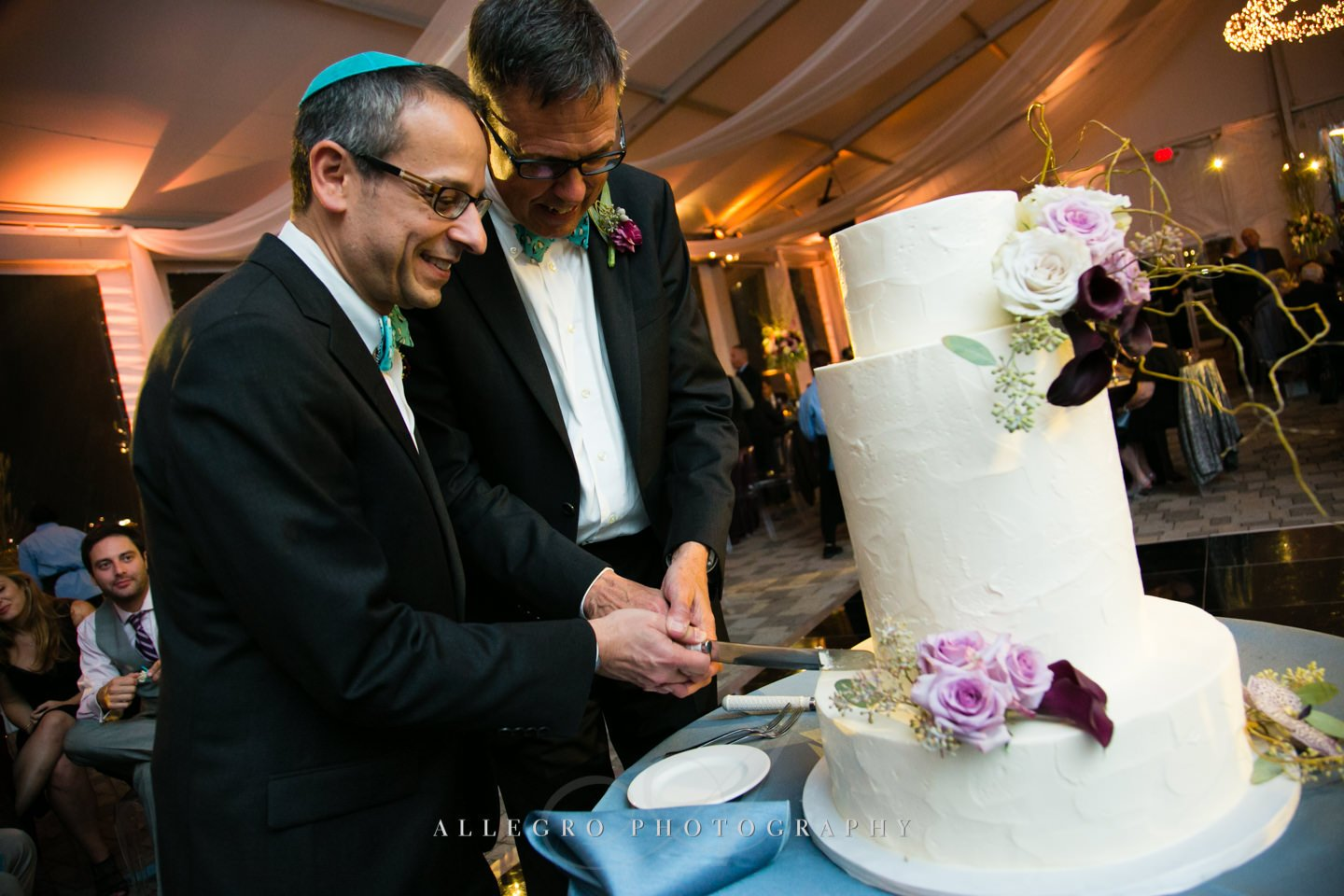 cake cutting - photo by Allegro Photography