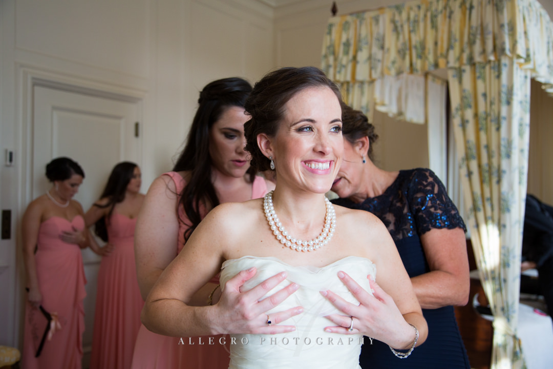 bride getting ready at the crane estate - photo by allegro photography