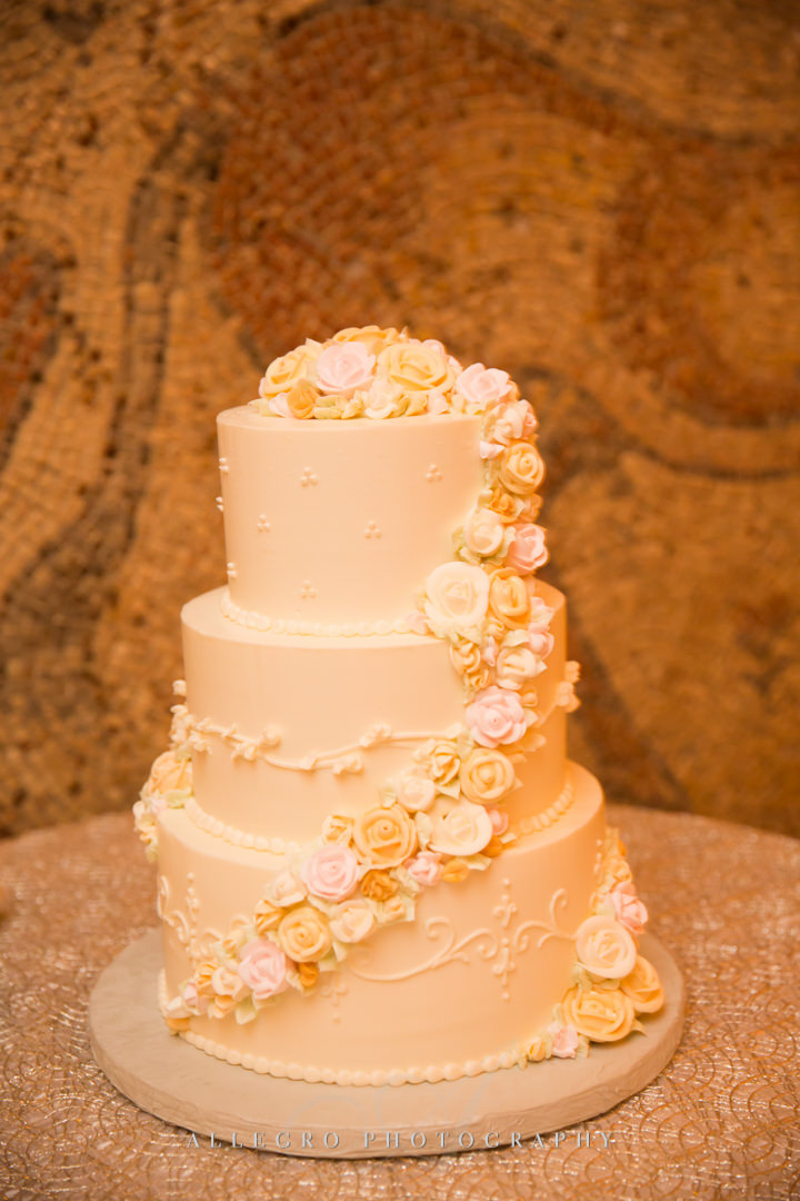 moo restaurant wedding cake design - photo by allegro photography