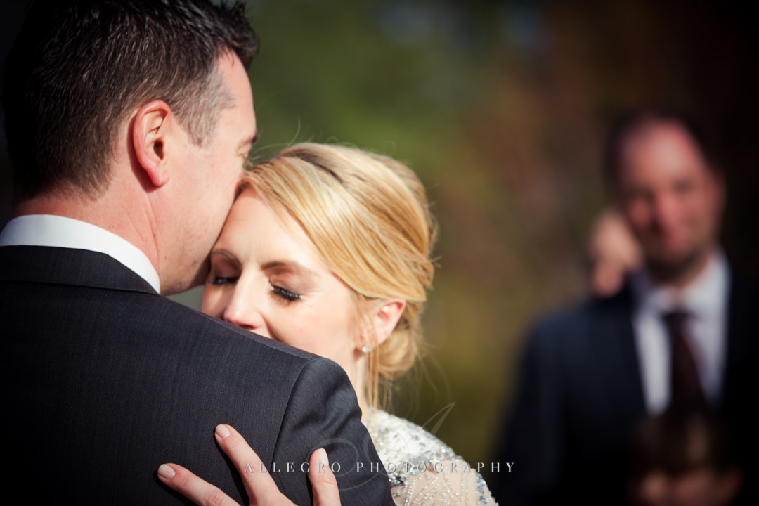 sweet wedding moment at mirbeau inn & spa - photo by allegro photography