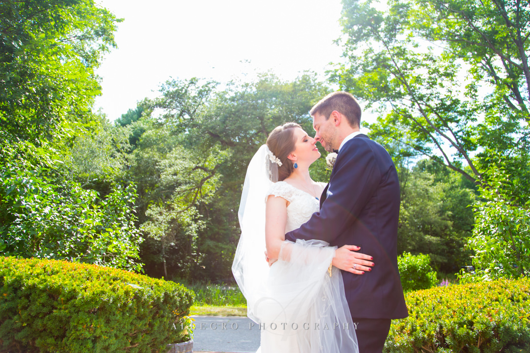 outdoor wedding portraits at the pierce house - photo by allegro photography