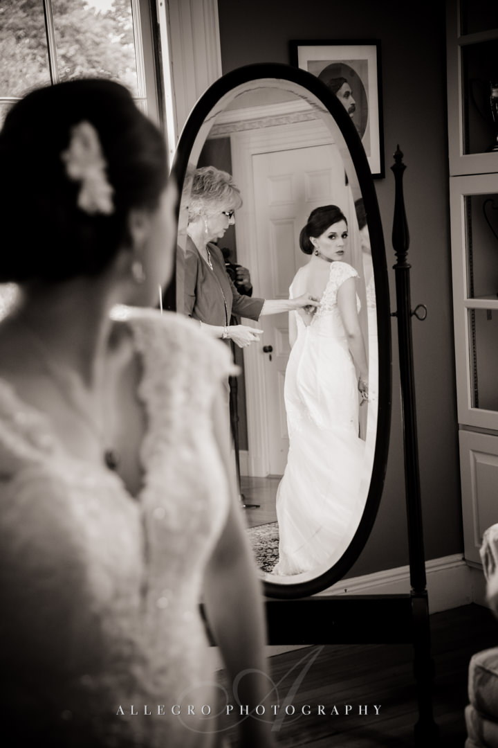 bride getting ready at the pierce house - photo by allegro photography