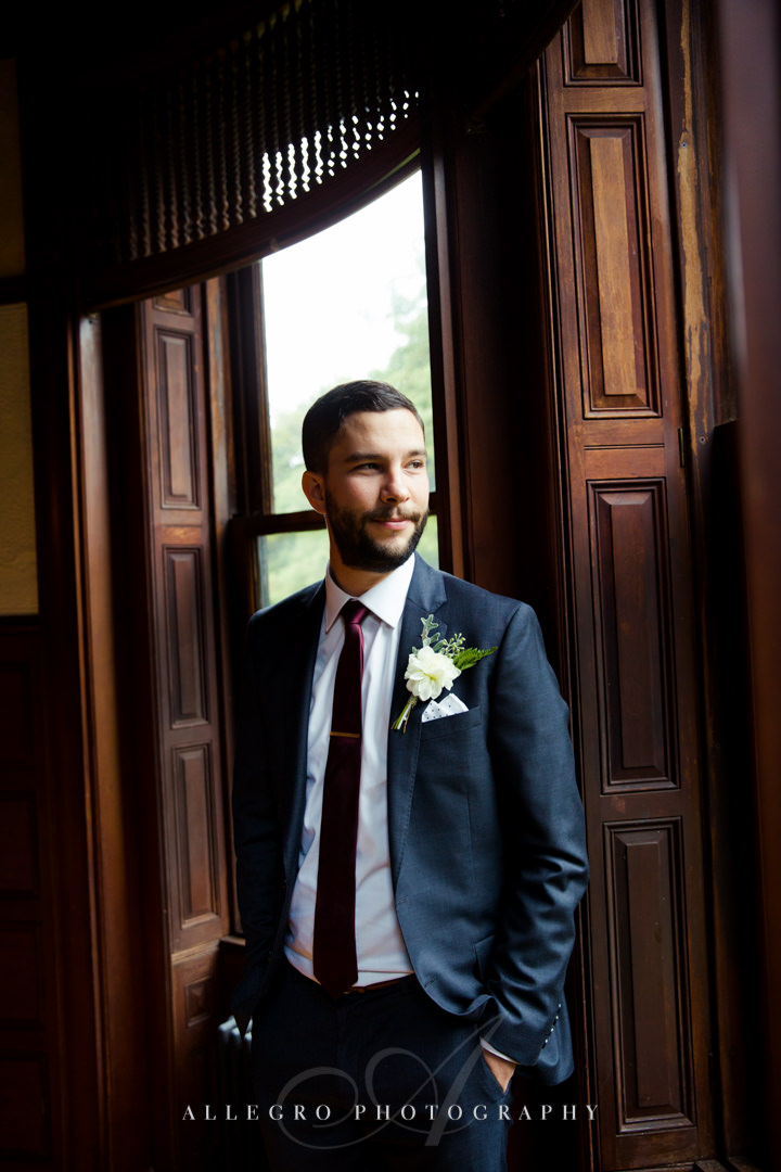 grooms portrait at the stevens estate - photo by allegro photography