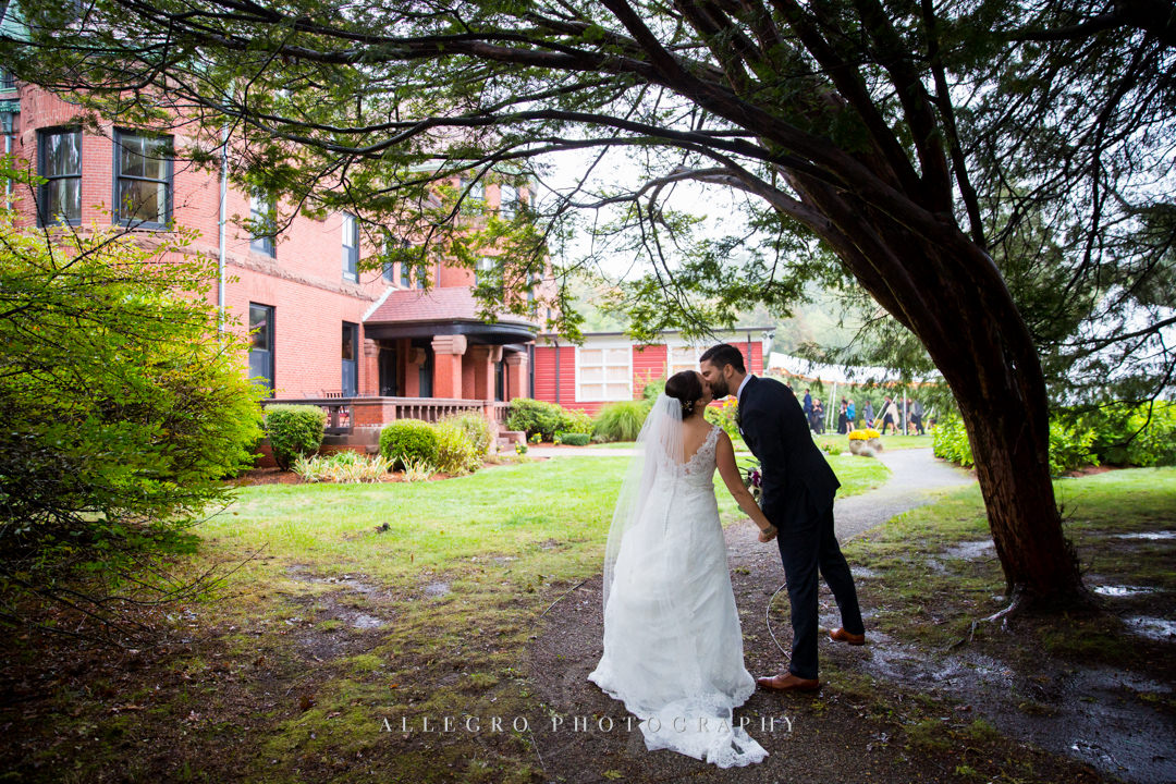 wedding kiss at the stevens estate - photo by allegro photography