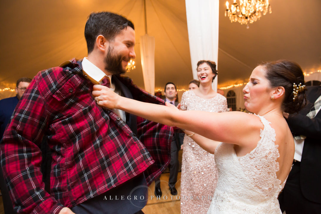 funny wedding moments at the stevens estate - photo by allegro photography