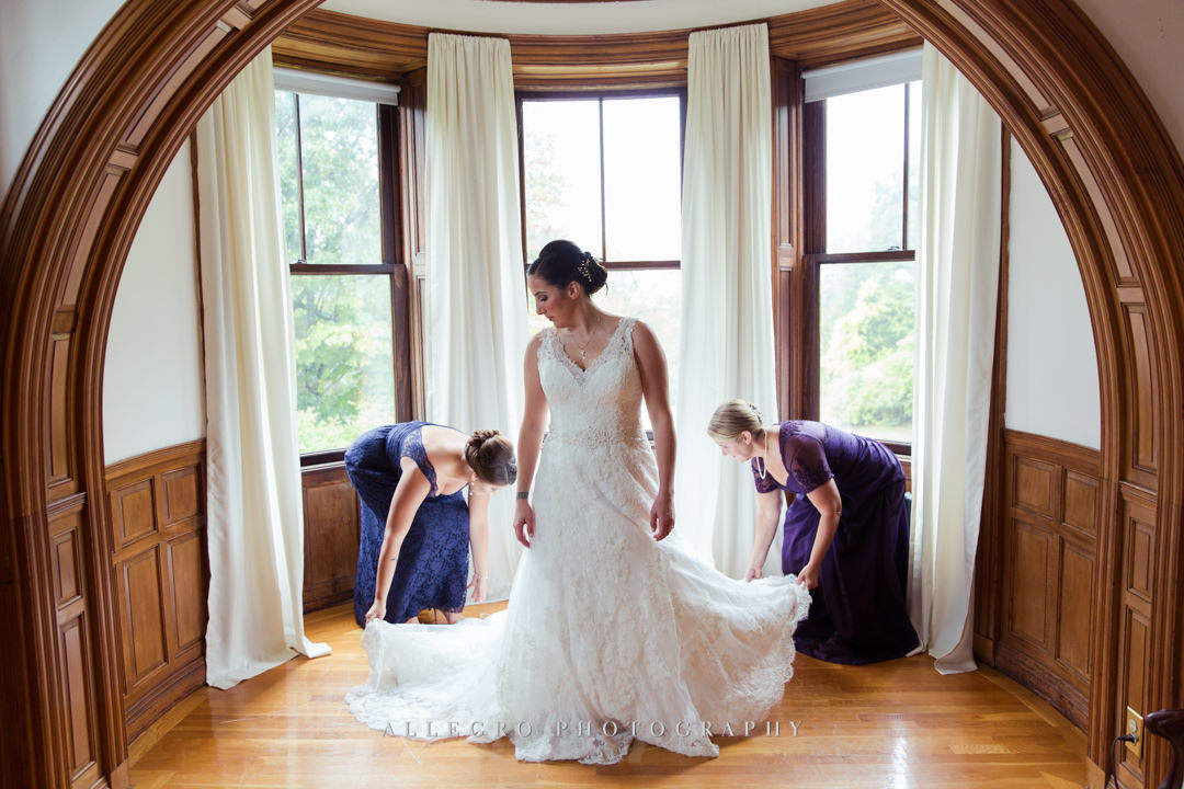 bride getting ready at the stevens estate - photo by allegro photography