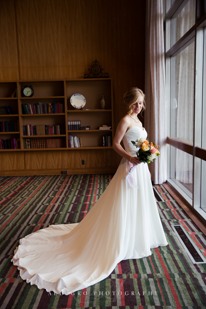 indoor bridal portrait at the wellesley college club - photo by allegro photography