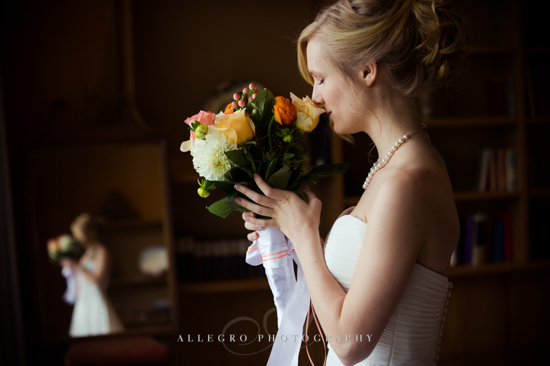 bridal bouquet bridal portrait at the wellesley college club - photo by allegro photography