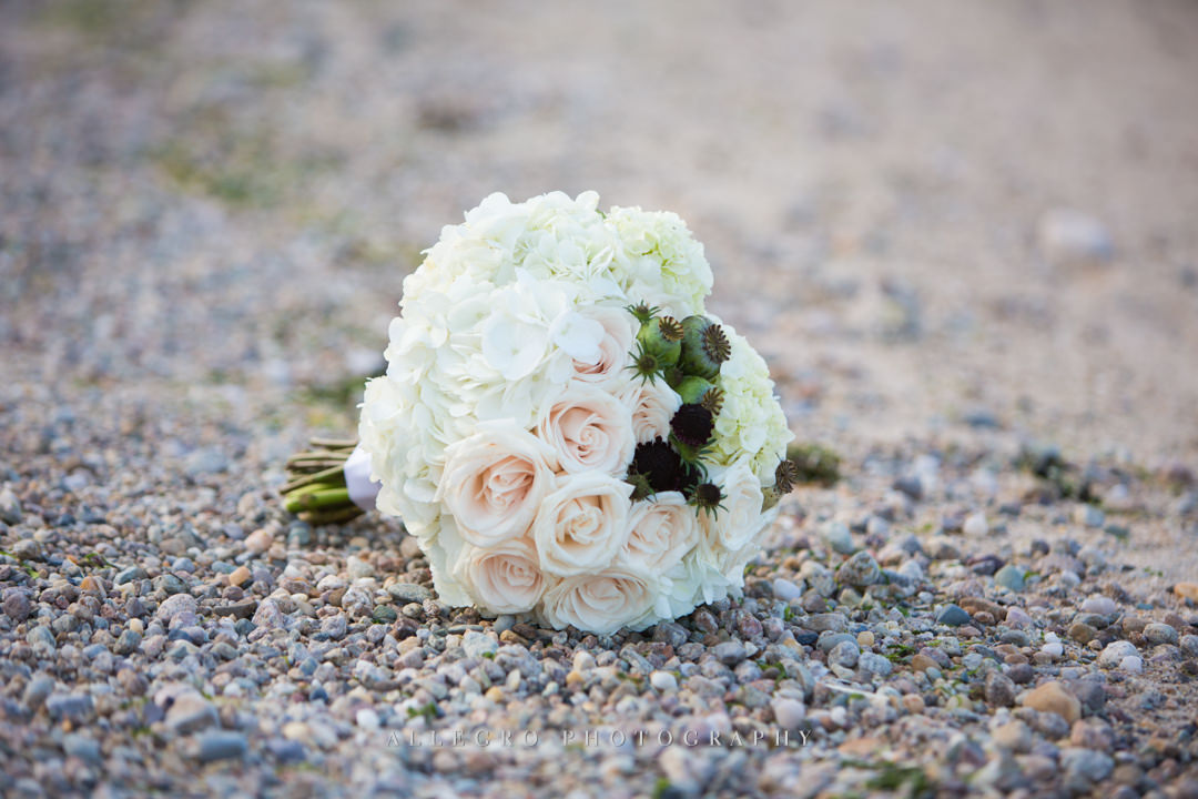 beach bridal bouquet - photo by allegro photography