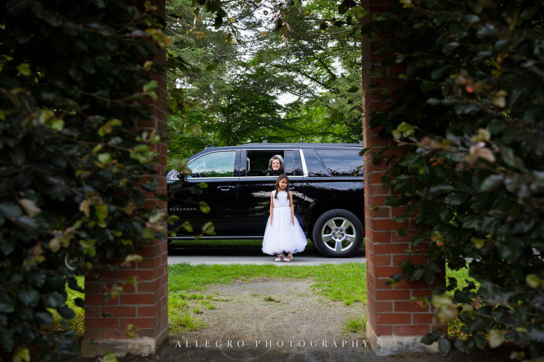 allegro photography: bride and flower girl arrive at elm bank in suv