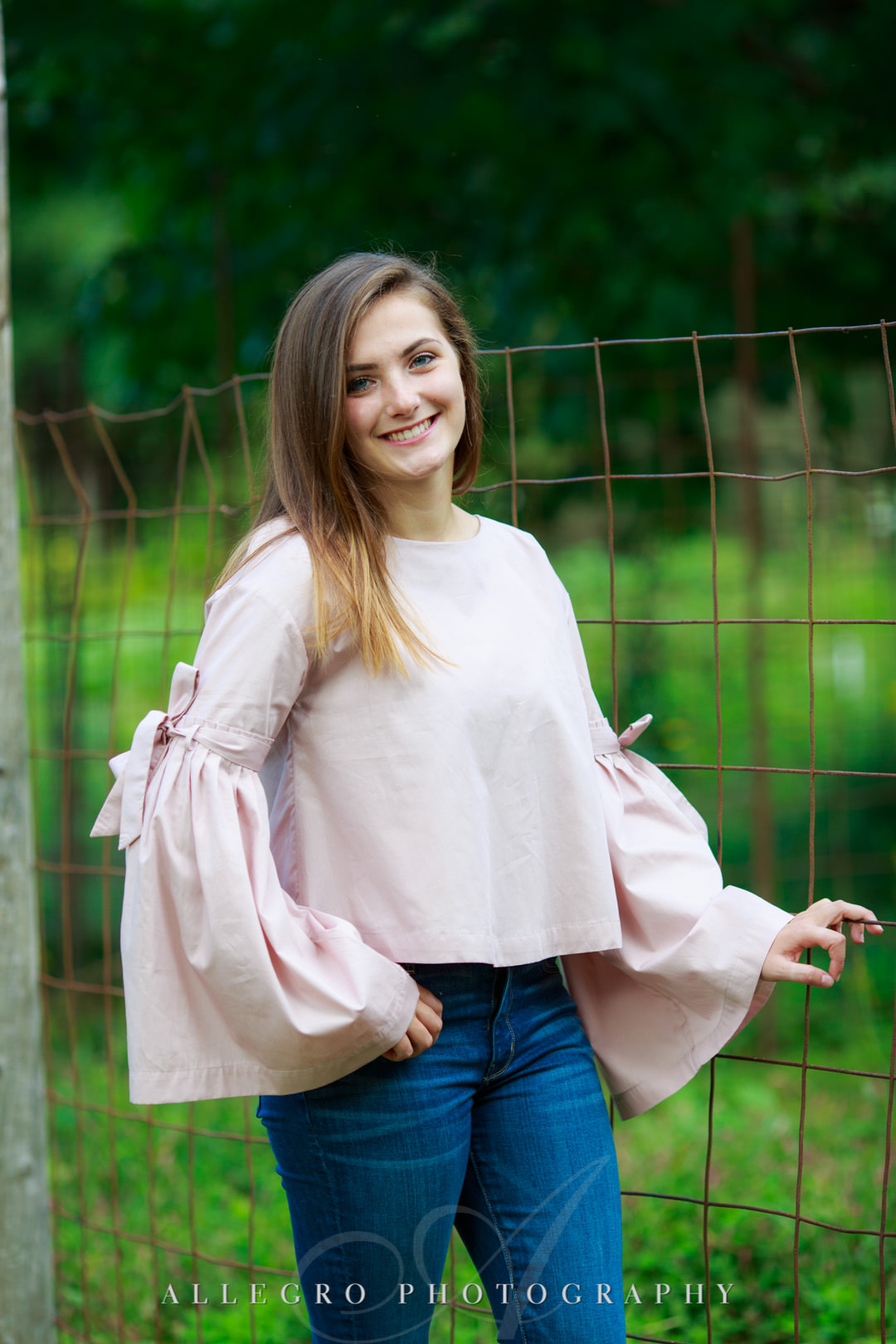 allegro photography senior pics- warm and welcoming girl