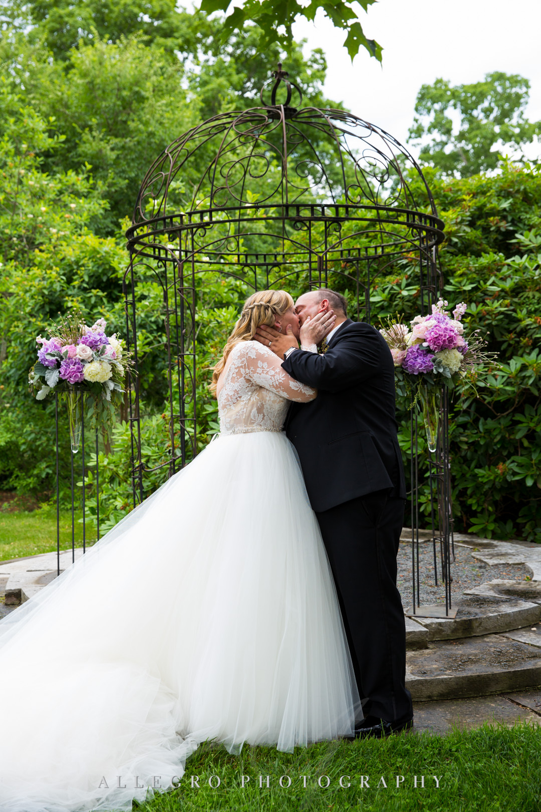 Wedding couple kiss at alter | Allegro Photography