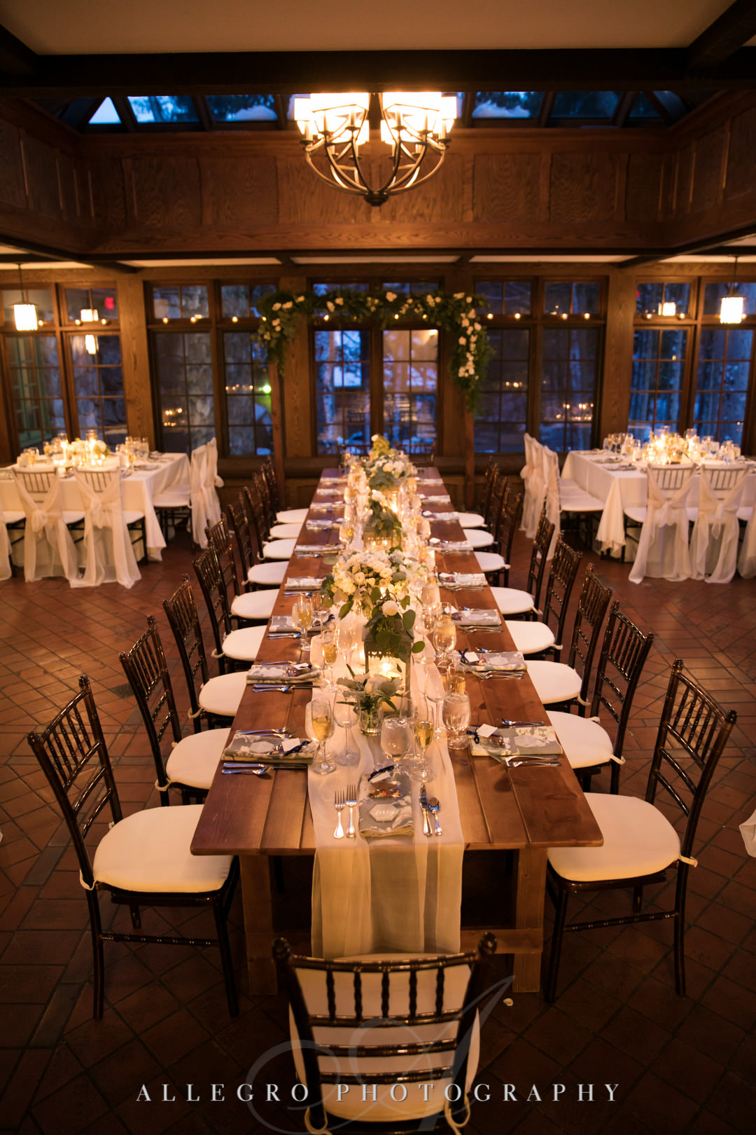 Wedding dining table with rustic design